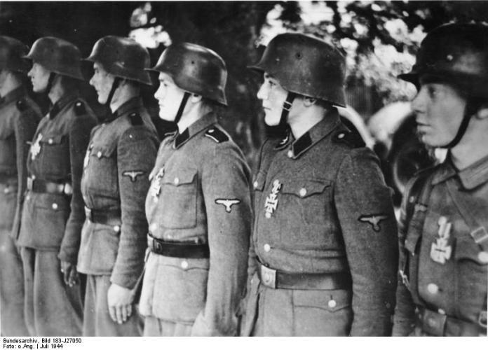 """Panzergrenadiere der SS-Panzer-Division """"Hitlerjudend"""""""